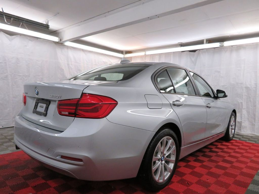 2016 BMW 3 Series 320i xDrive - 18477876 - 5