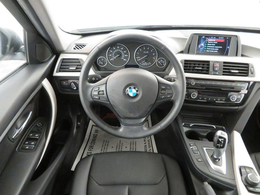 2016 BMW 3 Series 320i xDrive - 18477876 - 6