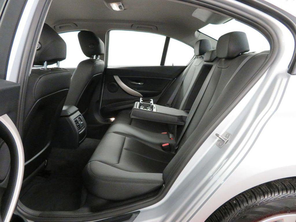 2016 BMW 3 Series 320i xDrive - 18477876 - 8