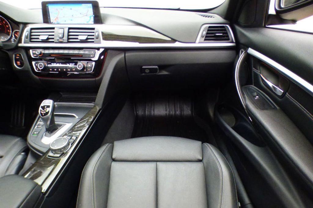 2016 BMW 3 Series 328i xDrive - 17430345 - 27
