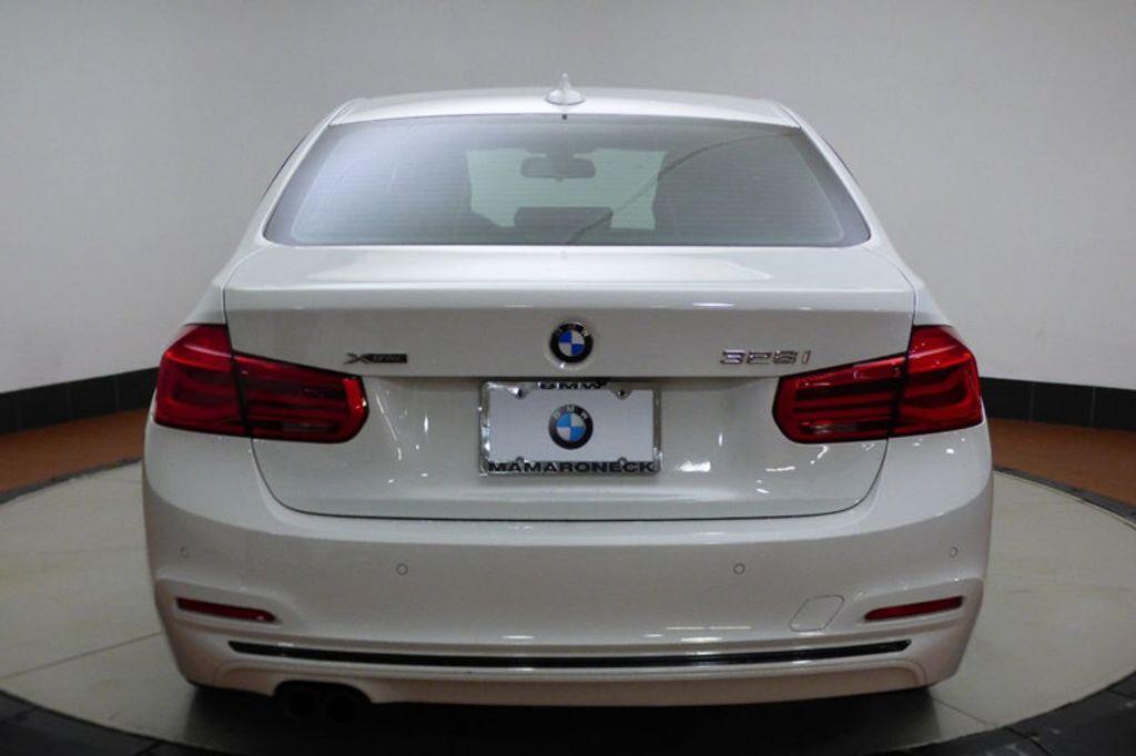 2016 BMW 3 Series 328i xDrive - 17430345 - 4