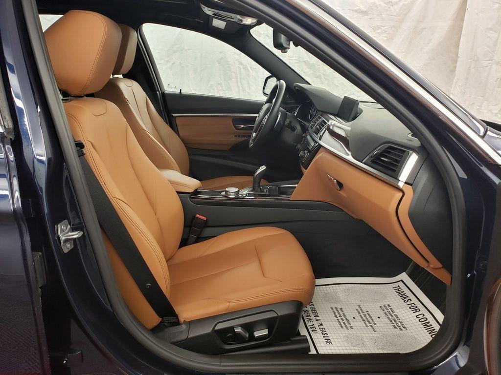 2016 BMW 3 Series 340i xDrive - 18253645 - 11