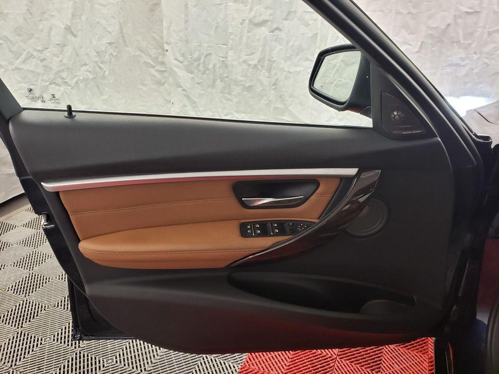 2016 BMW 3 Series 340i xDrive - 18253645 - 13