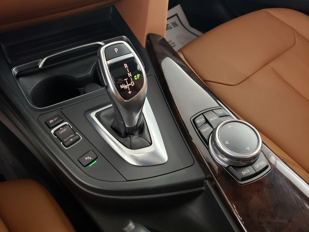 2016 BMW 3 Series 340i xDrive - 18253645 - 28
