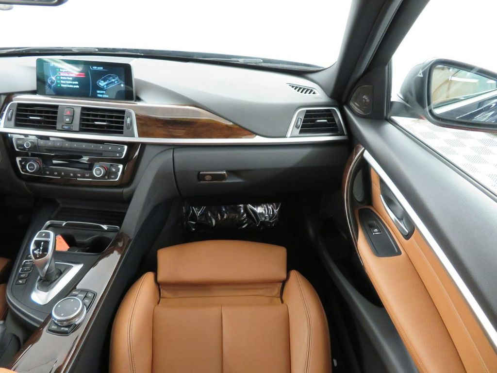 2016 BMW 3 Series 340i xDrive - 18496689 - 12