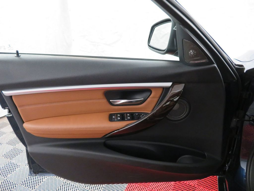 2016 BMW 3 Series 340i xDrive - 18496689 - 13