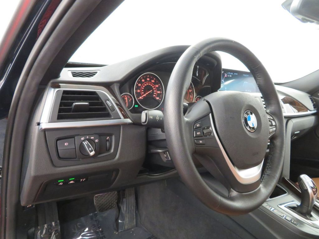 2016 BMW 3 Series 340i xDrive - 18496689 - 16