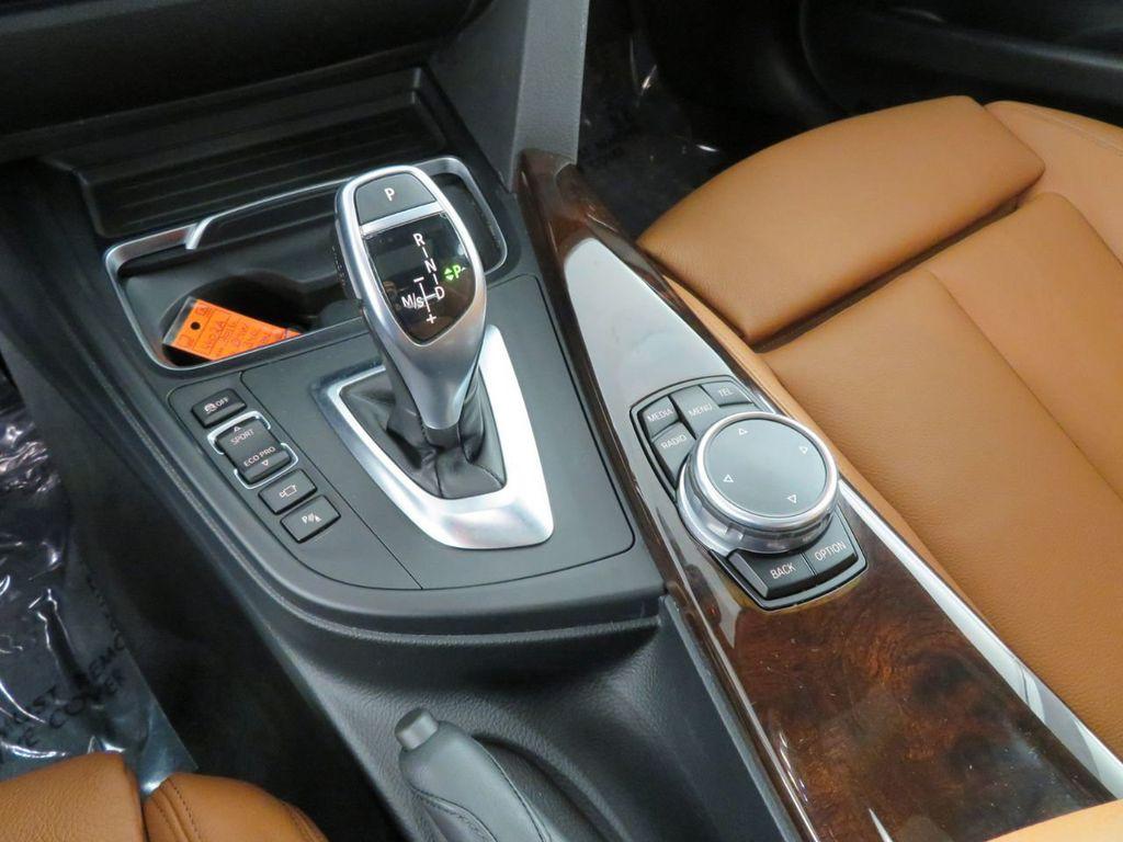 2016 BMW 3 Series 340i xDrive - 18496689 - 32
