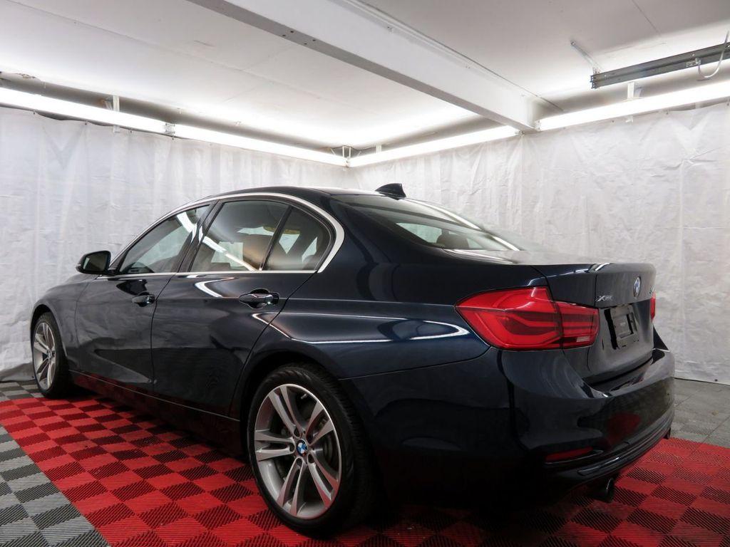 2016 BMW 3 Series 340i xDrive - 18496689 - 3