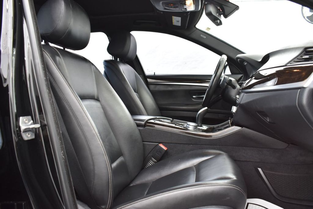 2016 BMW 5 Series 528i - 18592360 - 16