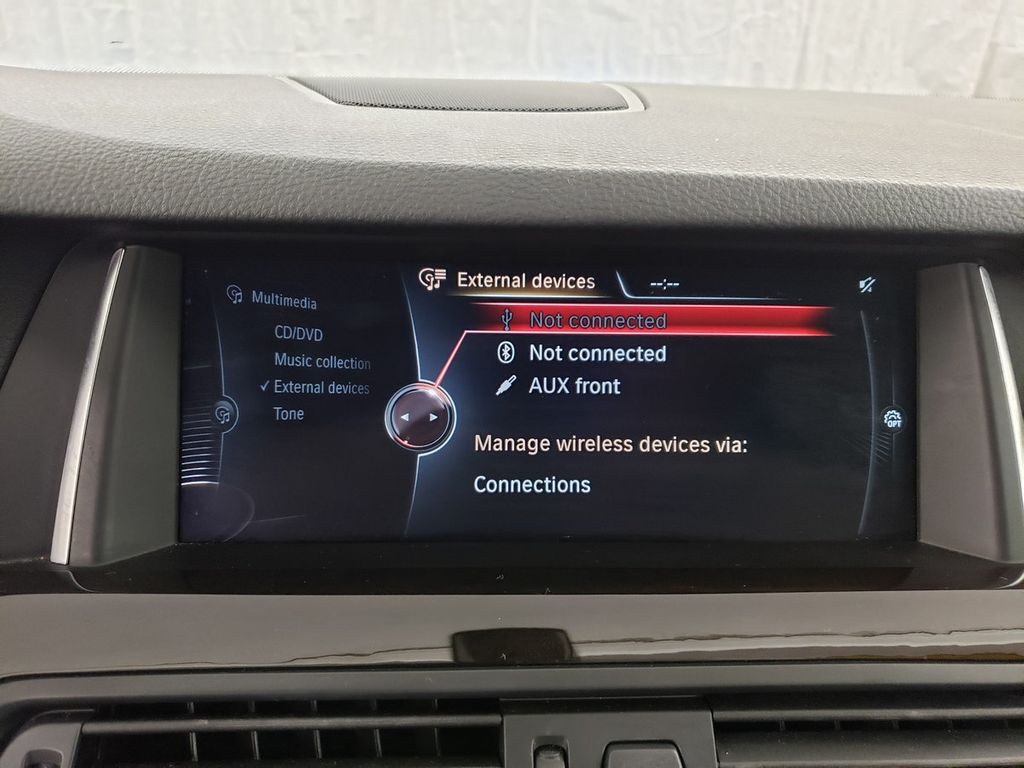 2016 BMW 5 Series 528i xDrive - 18347080 - 25