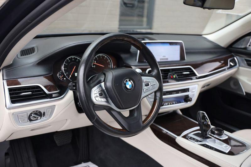 2016 BMW 7 Series 750i xDrive w/ Rear Executive Lounge Seating Pkg - 18227603 - 11