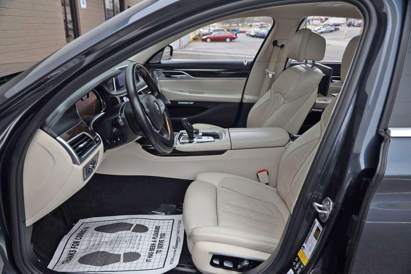 2016 BMW 7 Series 750i xDrive w/ Rear Executive Lounge Seating Pkg - 18227603 - 14