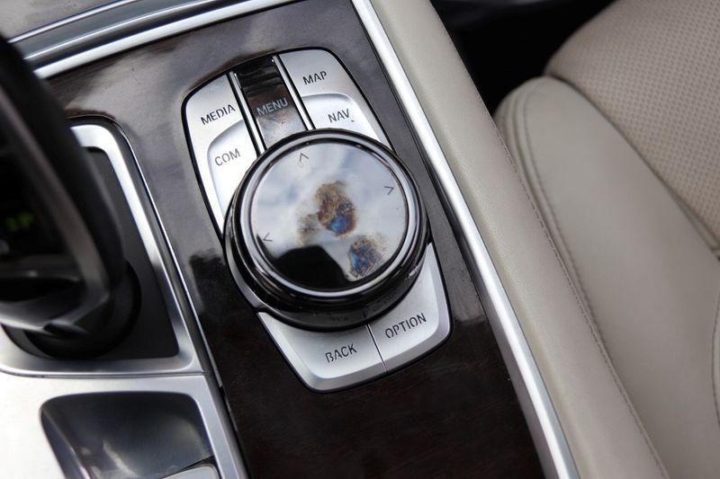 2016 BMW 7 Series 750i xDrive w/ Rear Executive Lounge Seating Pkg - 18227603 - 35