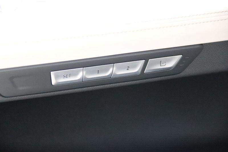 2016 BMW 7 Series 750i xDrive w/ Rear Executive Lounge Seating Pkg - 18227603 - 42