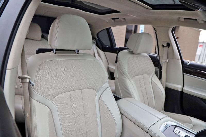 2016 BMW 7 Series 750i xDrive w/ Rear Executive Lounge Seating Pkg - 18227603 - 49