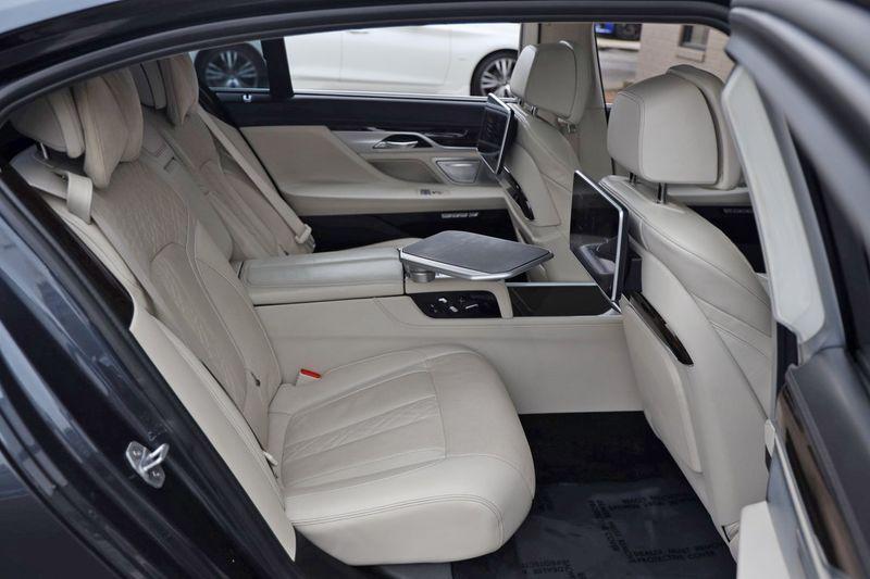 2016 BMW 7 Series 750i xDrive w/ Rear Executive Lounge Seating Pkg - 18227603 - 51
