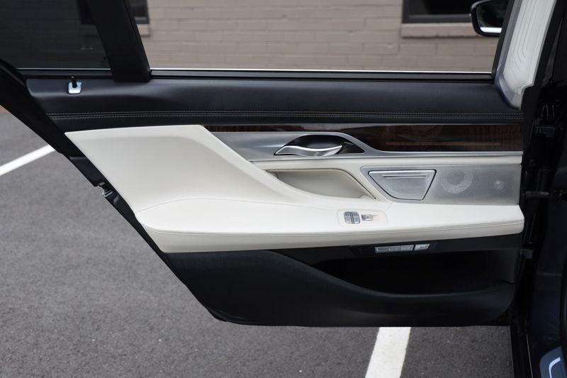 2016 BMW 7 Series 750i xDrive w/ Rear Executive Lounge Seating Pkg - 18227603 - 54