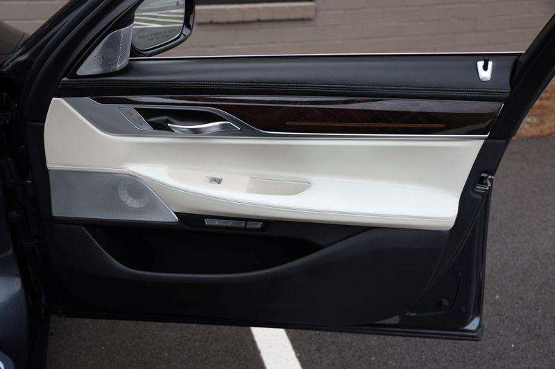 2016 BMW 7 Series 750i xDrive w/ Rear Executive Lounge Seating Pkg - 18227603 - 55