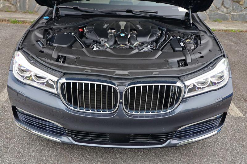 2016 BMW 7 Series 750i xDrive w/ Rear Executive Lounge Seating Pkg - 18227603 - 5