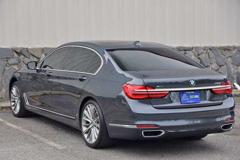 2016 BMW 7 Series 750i xDrive w/ Rear Executive Lounge Seating Pkg - 18227603 - 61