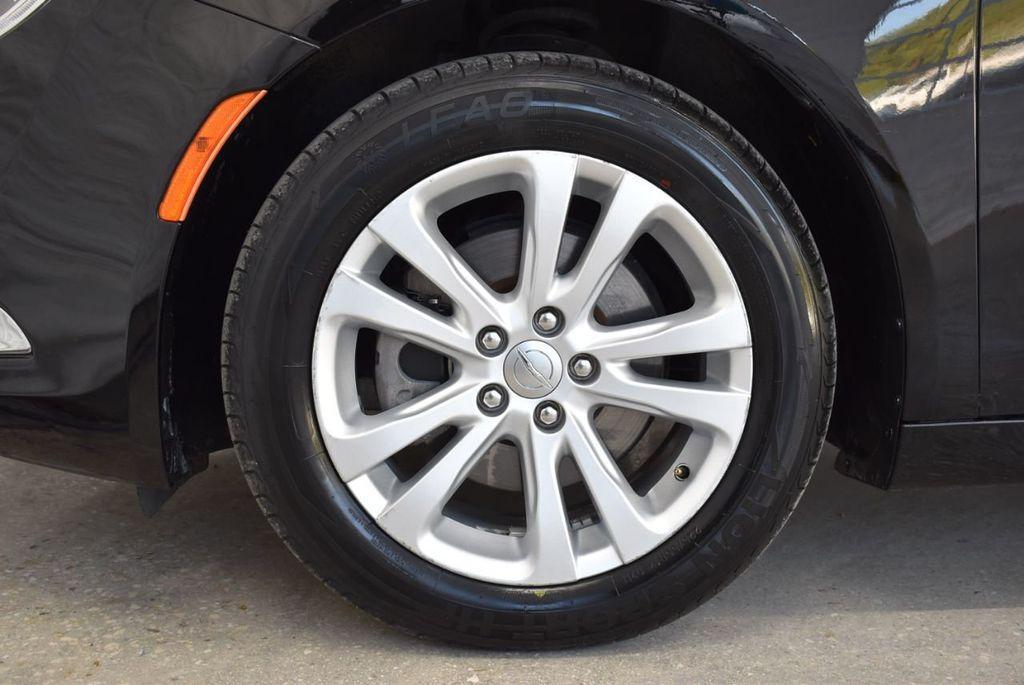 2016 Chrysler 200 4dr Sedan C FWD - 18487899 - 10