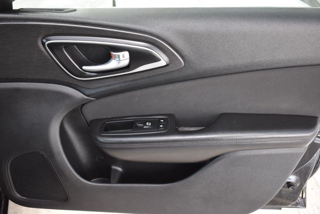 2016 Chrysler 200 4dr Sedan C FWD - 18487899 - 17