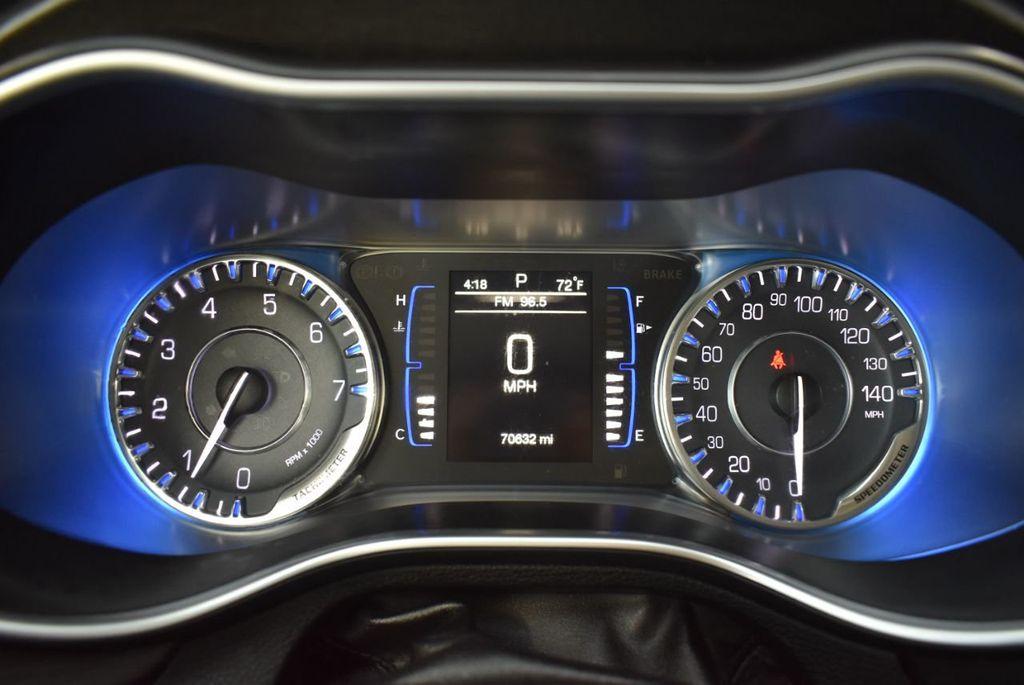 2016 Chrysler 200 4dr Sedan C FWD - 18487899 - 19
