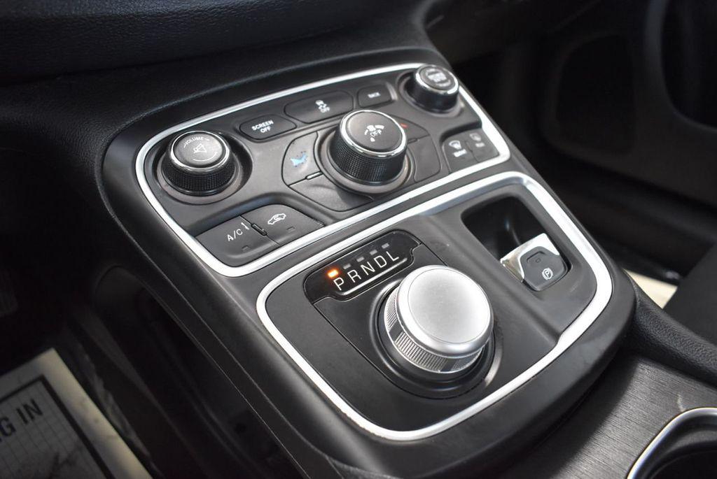 2016 Chrysler 200 4dr Sedan C FWD - 18487899 - 24