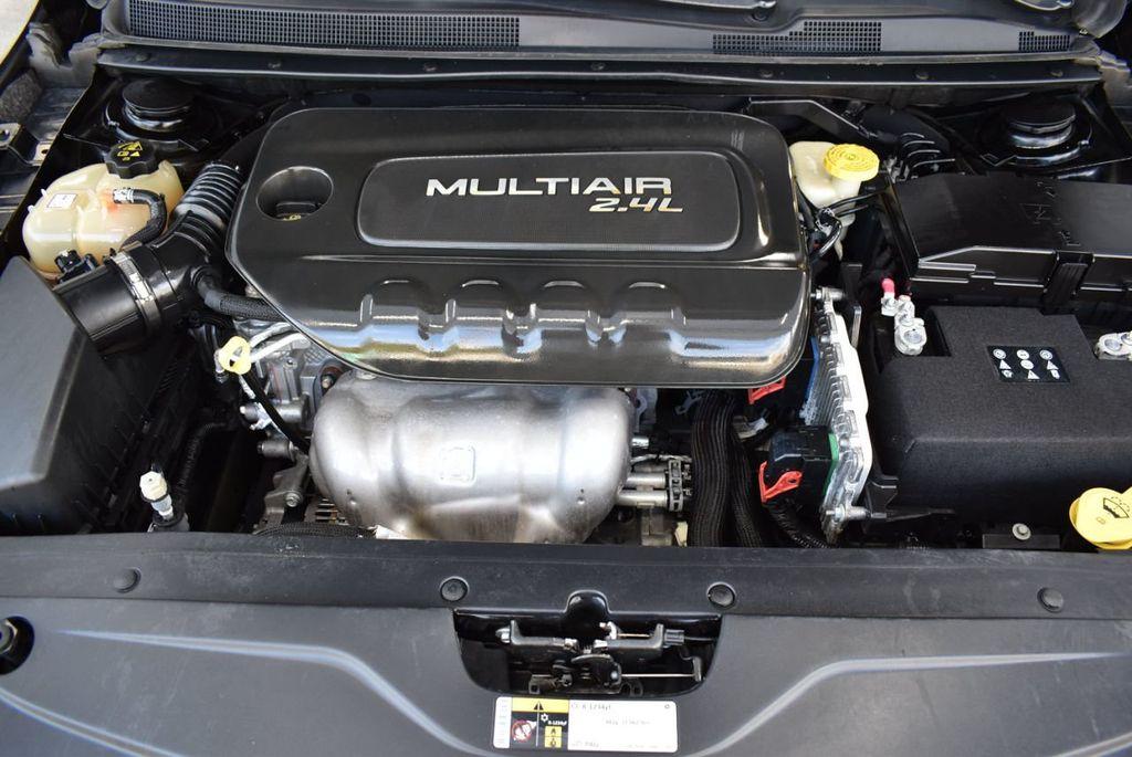 2016 Chrysler 200 4dr Sedan C FWD - 18487899 - 25