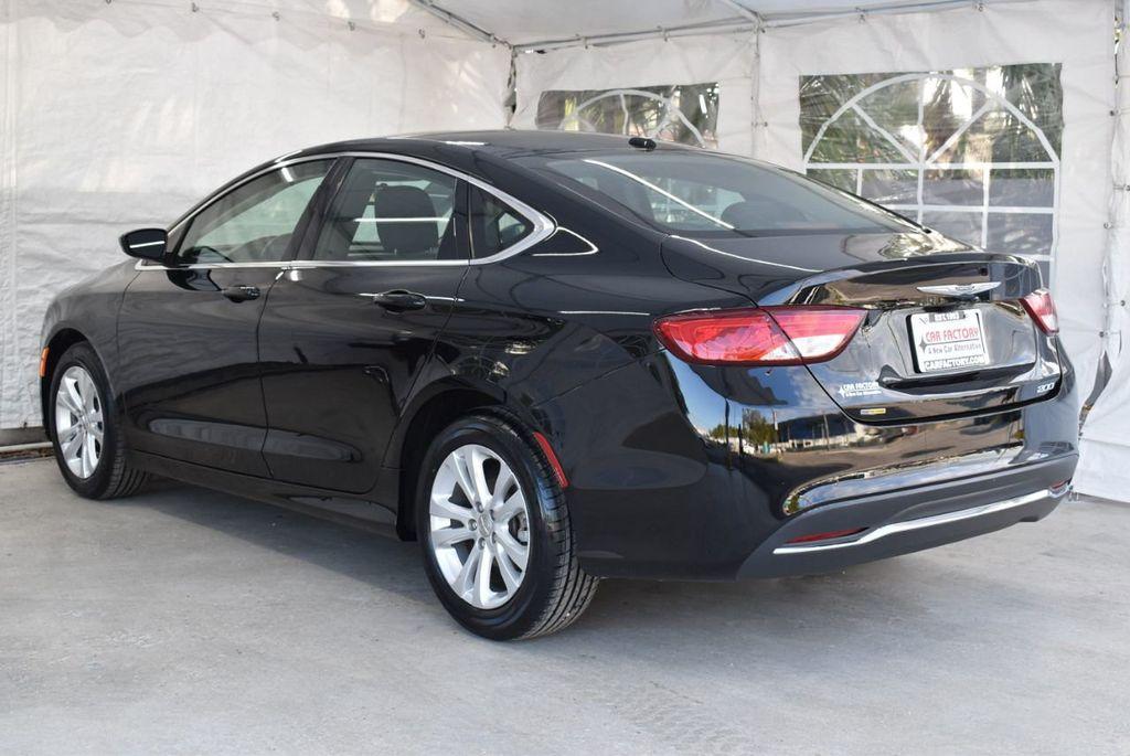 2016 Chrysler 200 4dr Sedan C FWD - 18487899 - 5