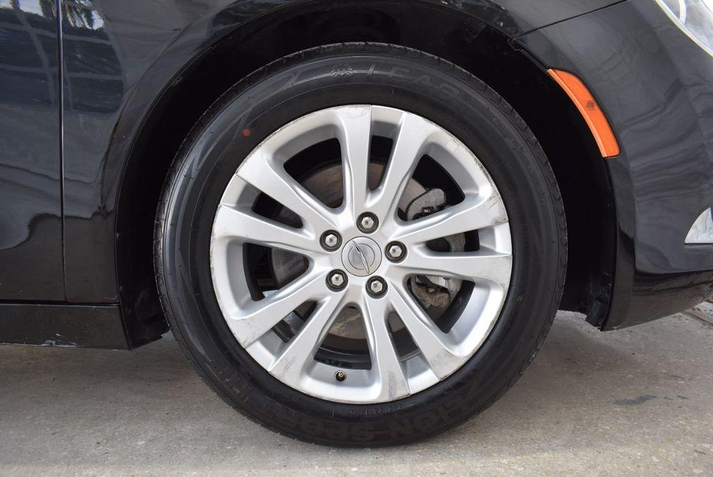 2016 Chrysler 200 4dr Sedan C FWD - 18487899 - 7