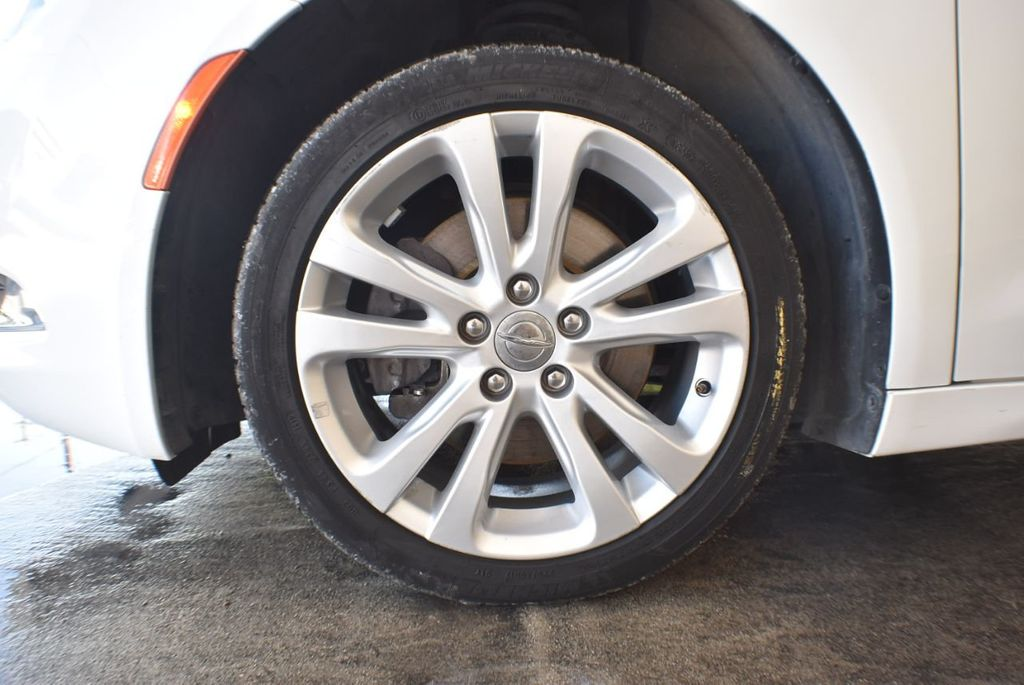 2016 Chrysler 200 4dr Sedan LX FWD - 18250867 - 11