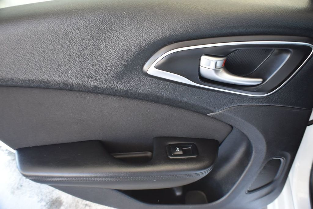 2016 Chrysler 200 4dr Sedan LX FWD - 18250867 - 13