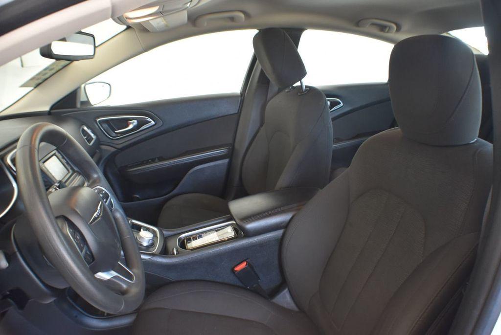 2016 Chrysler 200 4dr Sedan LX FWD - 18250867 - 14