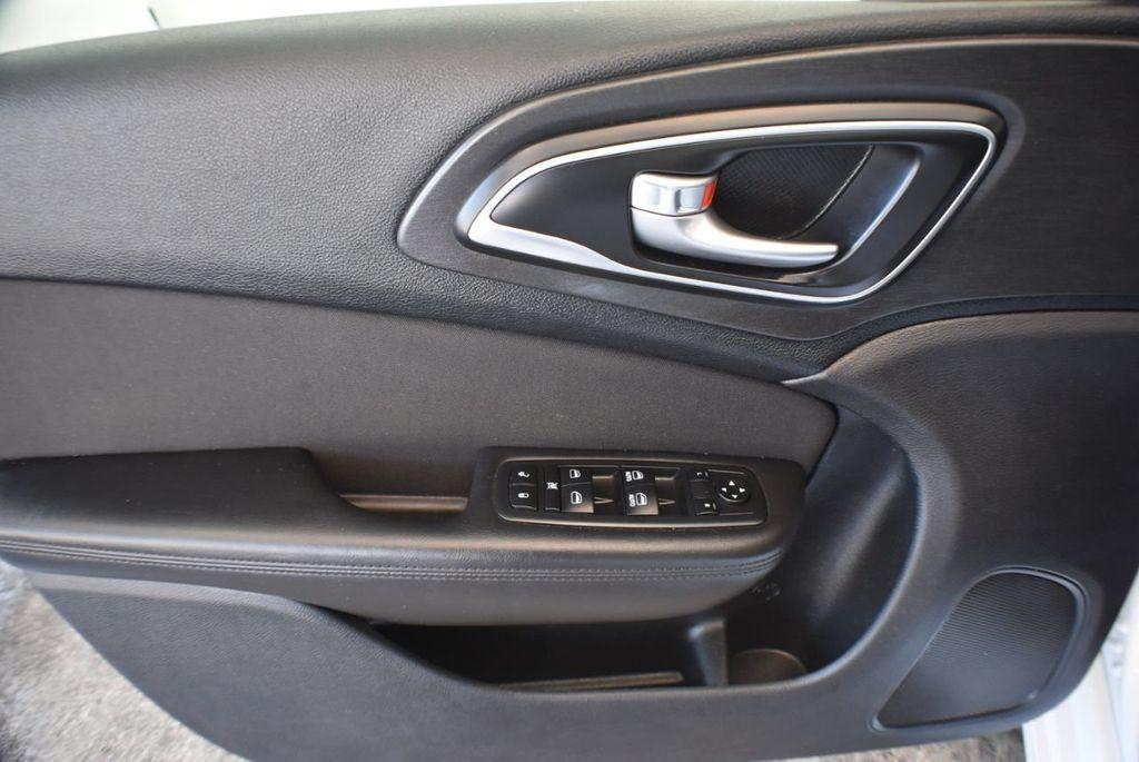 2016 Chrysler 200 4dr Sedan LX FWD - 18250867 - 15