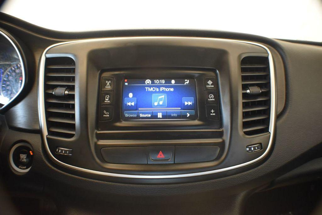 2016 Chrysler 200 4dr Sedan LX FWD - 18250867 - 20