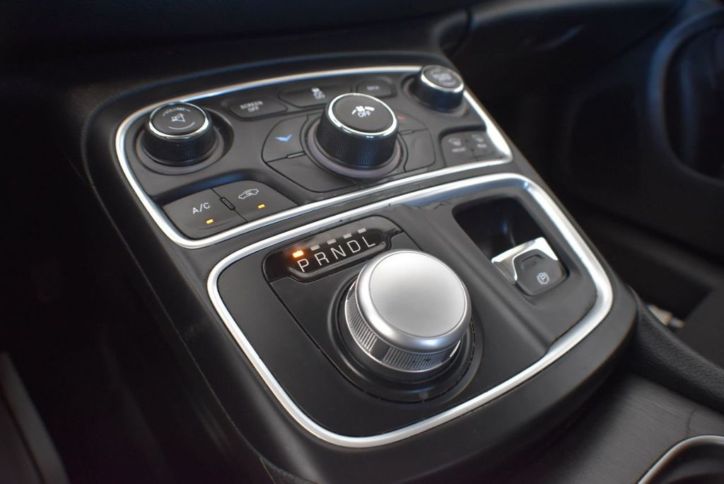 2016 Chrysler 200 4dr Sedan LX FWD - 18250867 - 21