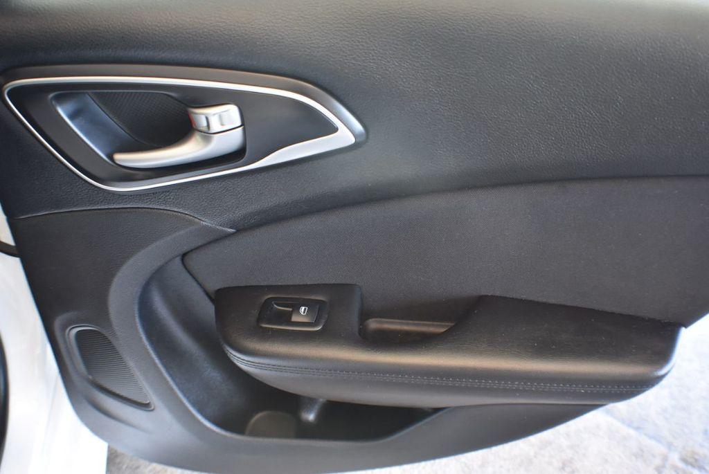 2016 Chrysler 200 4dr Sedan LX FWD - 18250867 - 23