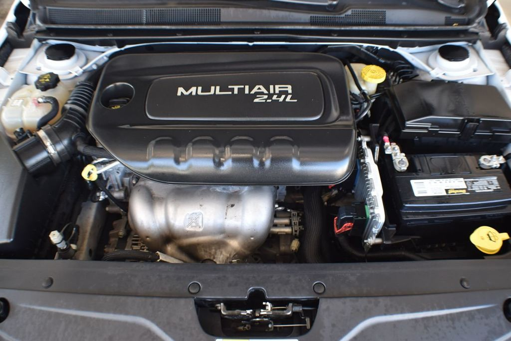 2016 Chrysler 200 4dr Sedan LX FWD - 18250867 - 26