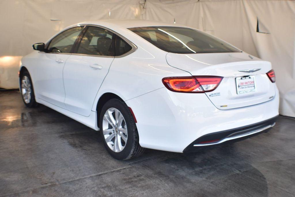 2016 Chrysler 200 4dr Sedan LX FWD - 18250867 - 5
