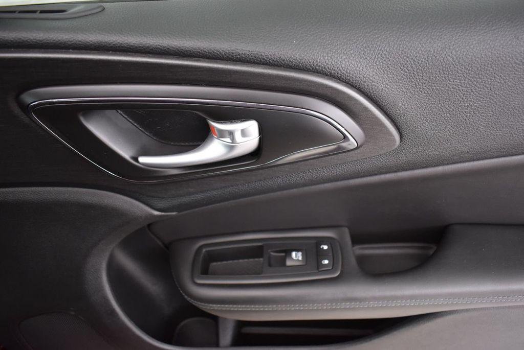 2016 Chrysler 200 4dr Sedan S FWD - 18637836 - 15