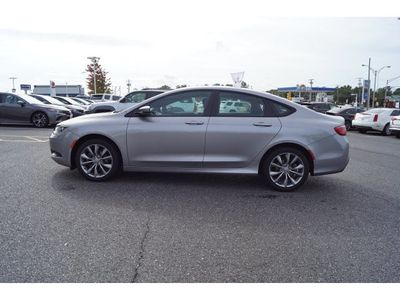2016 Chrysler 200 4dr Sedan S FWD - Click to see full-size photo viewer
