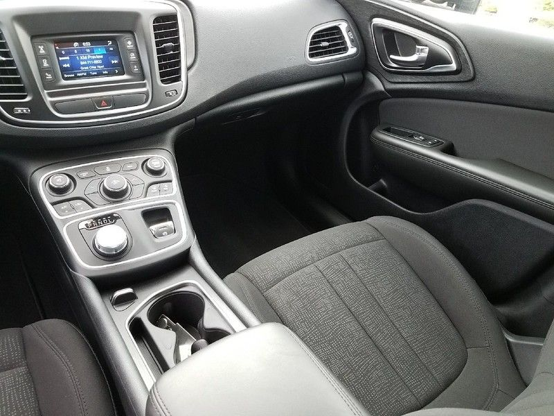 2016 Chrysler 200 LIMITED - 16988082 - 10