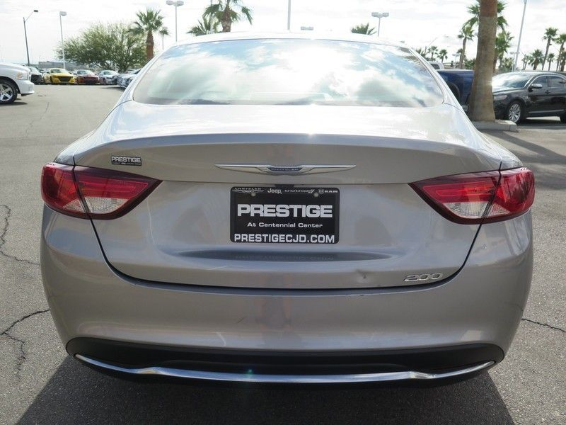 2016 Chrysler 200 LIMITED - 17396059 - 10