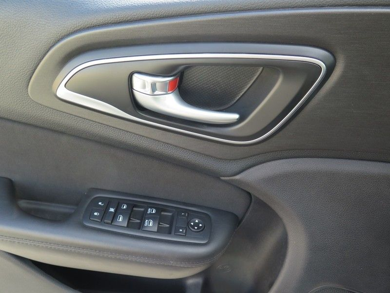 2016 Chrysler 200 LIMITED - 17396059 - 17