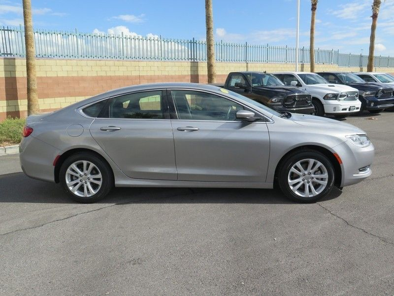 2016 Chrysler 200 LIMITED - 17396059 - 3