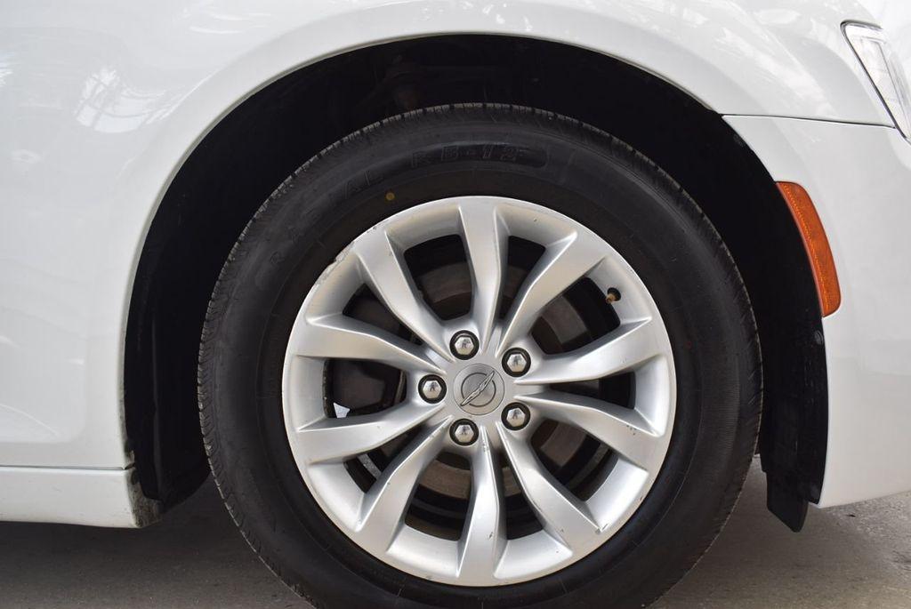 2016 Chrysler 300  - 18592383 - 9