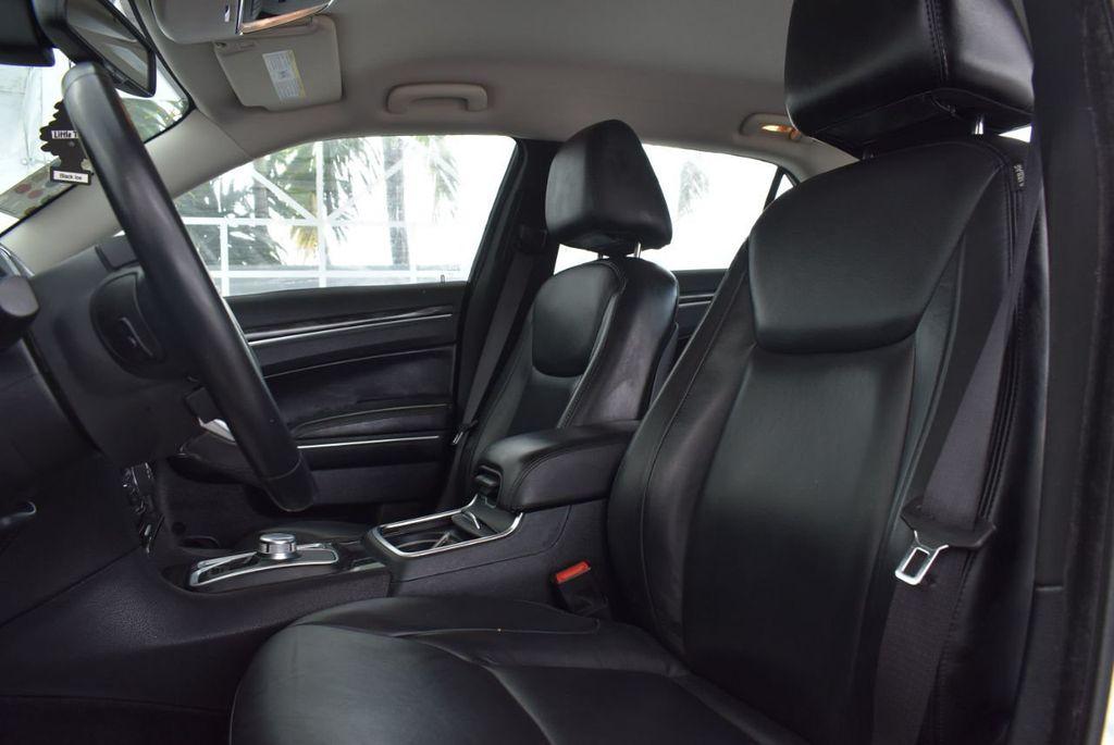 2016 Chrysler 300  - 18592383 - 12
