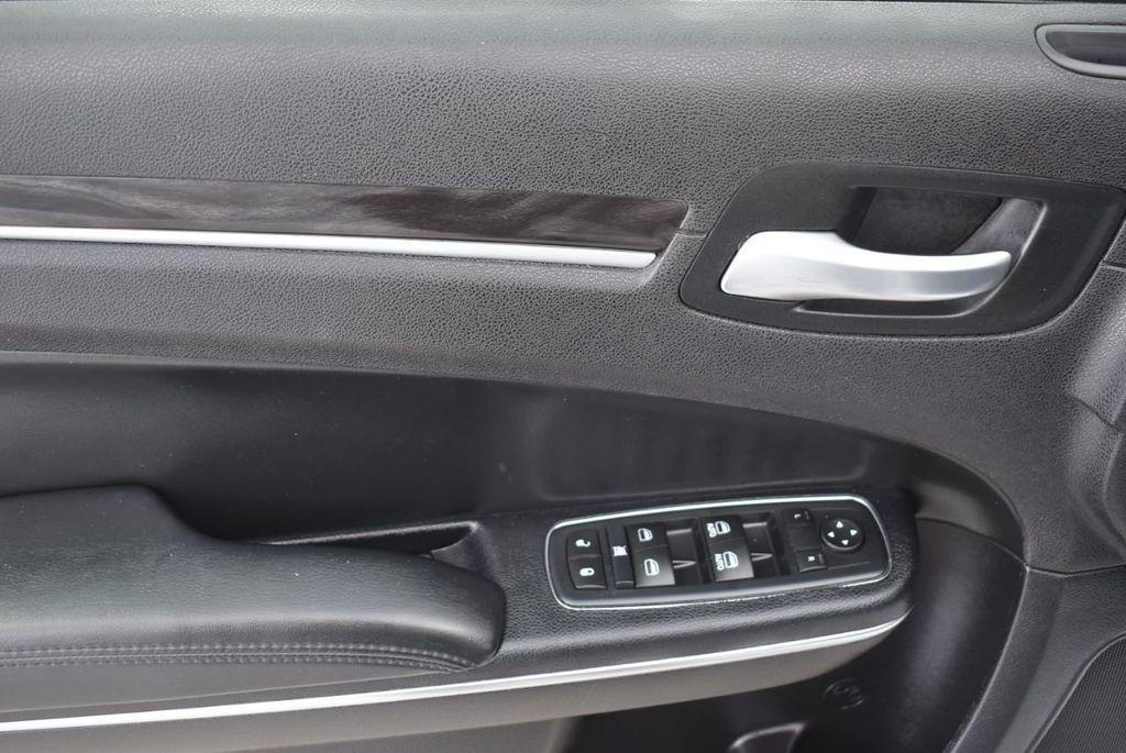 2016 Chrysler 300  - 18592383 - 13